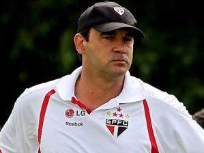 Ricardo Gomes durante treino do São Paulo