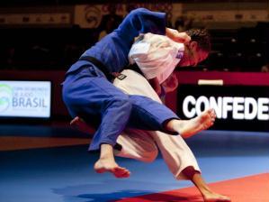 judoca erika miranda aplica golpe vencedor