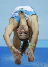 Jade Barbosa salta para ficar com a medalha de bronze no Mundial de ginástica