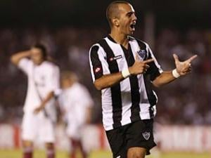 Diego Tardelli, do Atlético-MG, comemora após marcar gol contra o Fluminense