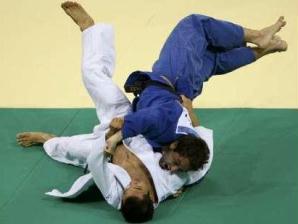 joão derly vence sul coreano em pequim