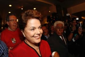 Eleita no último domingo, a nova presidente recebeu cumprimentos dos dirigentes