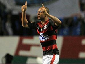 Deivid marcou o primeiro gol com a camiseta do Flamengo. O primeiro tempo terminou empatado