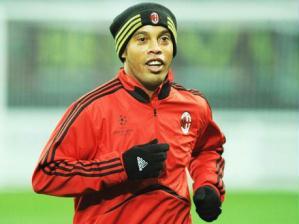 Ronaldinho Gaúcho durante treino do Milan