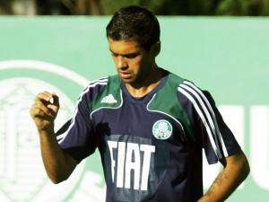 Zagueiro Danilo durante treino do Palmeiras, em 19/7/2010