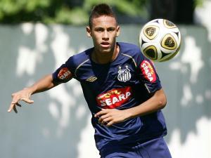 f860f19a0ae94 Neymar Jovem atacante já treinou neste sábado sem o uso dos óculos de  proteção