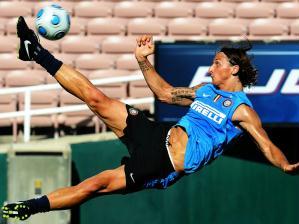 Ibrahimovic, que pode ser vendido para o Barcelona, treina com a Inter de Milão