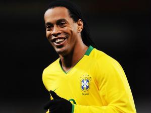 Ronaldinho Gaúcho atuando pela seleção brasileira