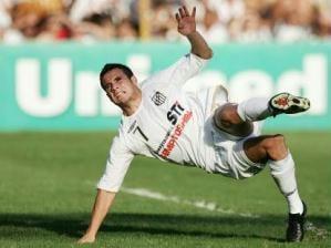 O atacante santista Maikon Leite sofreu uma grave lesão na partida diante do Flamengo