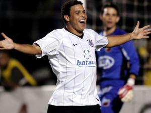 ronaldo comemora gol