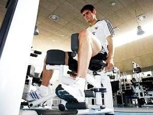 Kaká faz tratamento na academia do Real Madrid para fortalecer joelho lesionado