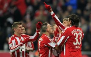 Jogadores do Bayern de Munique comemoram vitória no Alemão