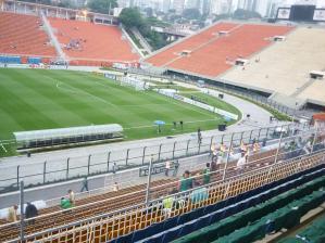 As arquibancadas do Pacaembu começam a receber torcedores para o jogo contra o Goiás