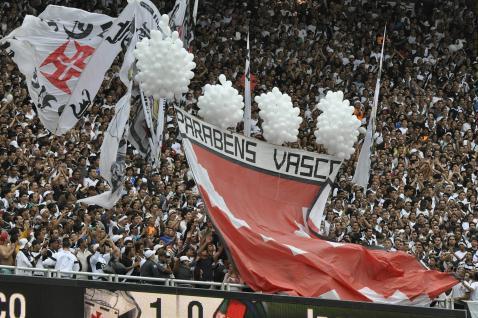 http://esporte.ig.com.br/images/285/34/34/6062385.vasco_leva_80_mil_torcedores_ao_maracana_318_478.jpg