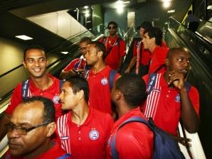 Time do Bahia desembarca em Salvador após vencer América-MG em Minas Gerais