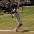 Nadal saca na final de Wimbledon, contra o tcheco Tom�s Berdych
