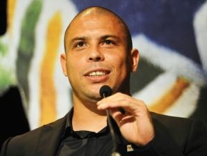 Ronaldo discursa após receber homenagem da CBF durante o prêmio dos Melhores do Brasileirão