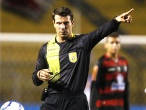 Leonardo Gaciba, árbitro de futebol, na partida Palmeiras 0 x 1 Flamengo, pela 6ª rodada do Campe...