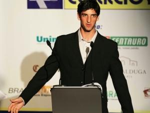 Thomaz Bellucci discursa após receber prêmio de Melhor Tenista masculino do ano no Brasil