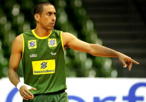 http://esporte.ig.com.br/images/318/67/67/8076438.serginho_selecao_volei_350_499.jpg