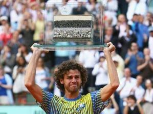 Guga se emociona em sua �ltima partida e termina sua carreira de tenista ovacionado em Roland Garros
