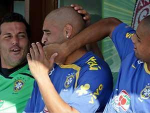 júlio césar maicon e adriano na seleção brasileira