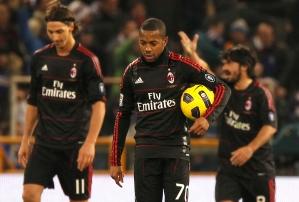 Robinho é festejado por Ibrahimovic appos marcar na Itália