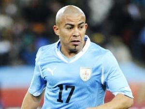 Arévalo Ríos, meio-campista da seleção uruguaia, em ação na Copa do Mundo 2010