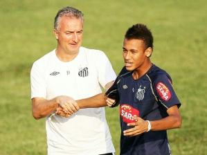Neymar e o técnico Dorival Junior no CT Rei Pelé, em Santos