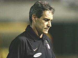 Carpegiani estreiou no comando técnico do Corinthians com derrota no Pacaembu