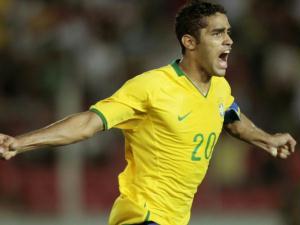 Alan Kardec comemora gol contra o Uruguai durante partida do campeonato sul-americano sub-20 em P...