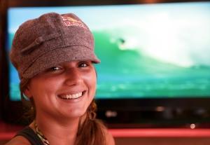 Maya começou a surfar por influência de um ex-namorado