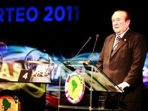 Nicolás Leoz, presidente da Conmebol, durante o sorteio dos grupos da Copa Libertadores 2001