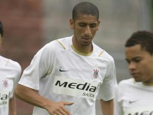 Acosta e Dentinho durante treino do Corinthians, antes da partida contra o São Paulo no domingo
