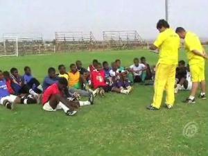 brasileiros cordenam projeto de jovens na África