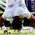 Rafael Nadal rola na grama para comemorar o t�tulo de Wimbledon