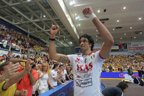 http://esporte.ig.com.br/images/45/45/45/4174377.us_leandro_vissotto_333_500.jpg