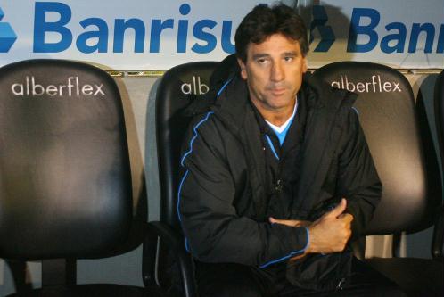 http://esporte.ig.com.br/images/46/46/46/7702420.us_renato_gaucho_estreia_no_gremio_333_498.jpg