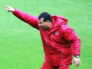 Celso Roth, técnico do Internacional, durante o jogo Inter 2 x 1 Ceará, pela 9ª rodada do Brasile...