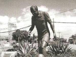 Estátua de Ademir Menezes, o Queixada