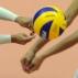 Fabi (esq.), líbero, e Jaqueline, ponta, não se entenderam e foram na mesma bola na derrota para ...
