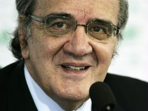 Luiz Gonzaga Belluzzo, presidente do Palmeiras, durante entrevista coletiva para anunciar a contr...