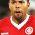 Alecsandro, atacante do Internacional, tenta passar pela marcação do Mazembe no Mundial de clubes