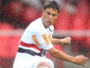 Marlos chuta para marcar o terceiro gol do São Paulo